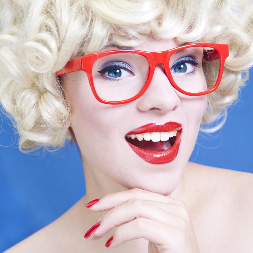 welche brille passt zu meiner augenfarbe eyewear styling. Black Bedroom Furniture Sets. Home Design Ideas